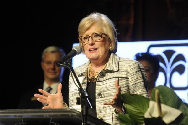 The Spartanburg County Foundation Gloria Close Gives the 2017 Mary L. Thomas Award